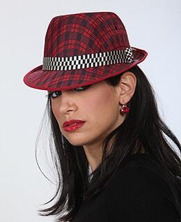 ציפי בנאי - פאנית המתמחה גם בפאות לכובע